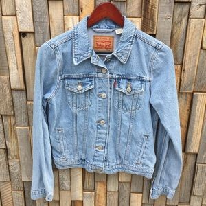 Woman's Levi's trucker jean denim jacket medium